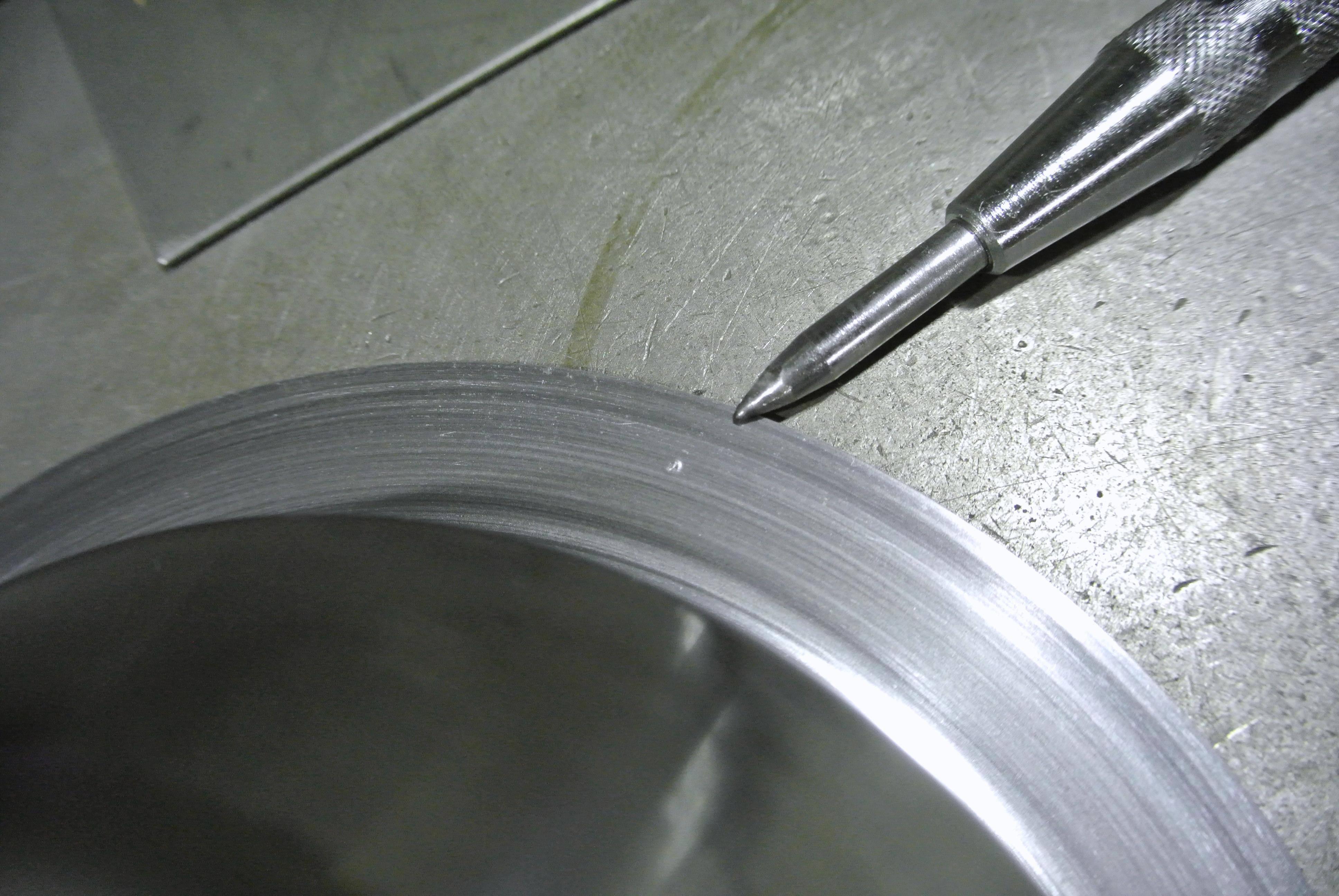 鉄2.3tのヘラシボリ加工後の穴開け