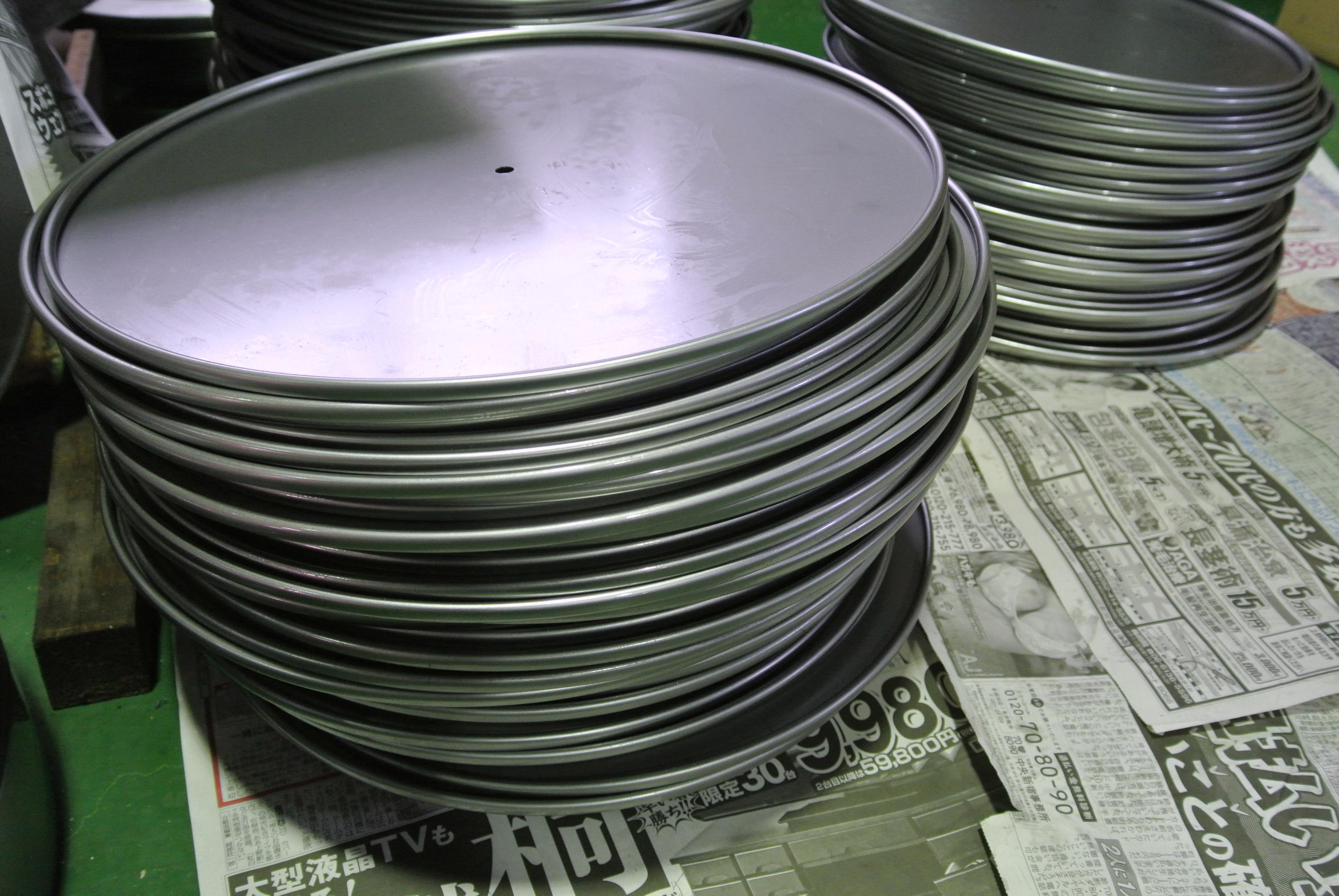 鉄0.8t ヘラシボリ加工とカール加工