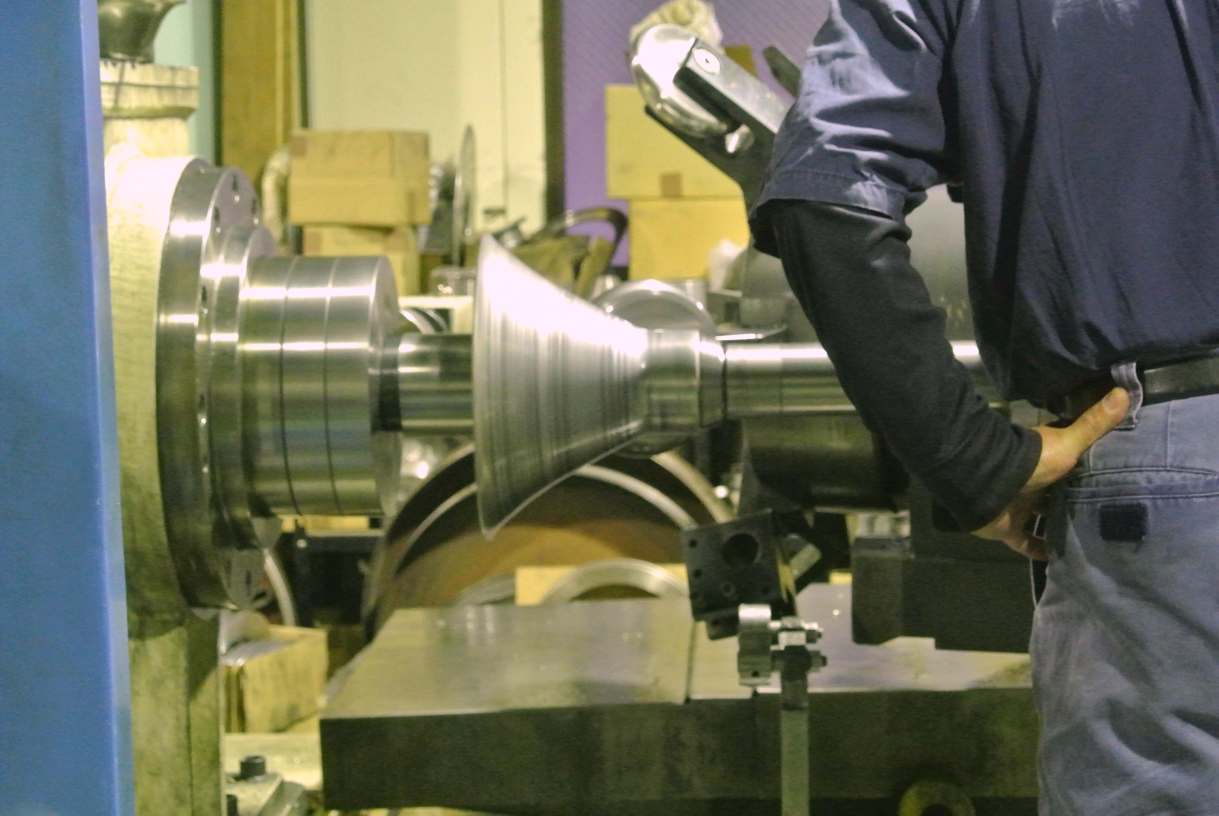 アルミ材 シボリ加工 厚つく硬い素材